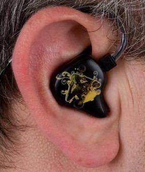 fülre öntött, egyéni fülmonitor